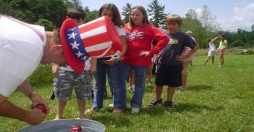 july4_RoyKregePreparingAppleDunking