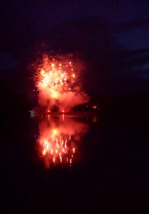 fireWroksReflectingLake_750
